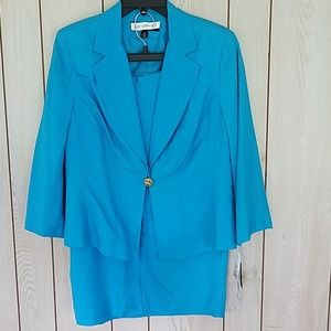 Size 10, NWT, Signature by Larry Levine skirt suit